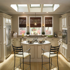 Traditional cabinets by Homecrest Cabinetry