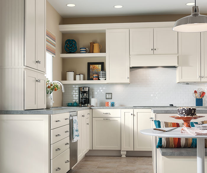 white_shaker_cabinets_casual_kitchen_2